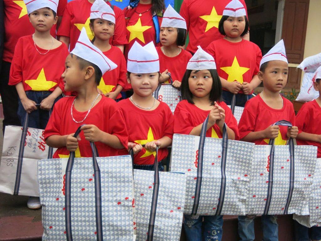 Áo cờ đỏ sao vàng trường Tiểu học Thực Nghiệm - Hình 2