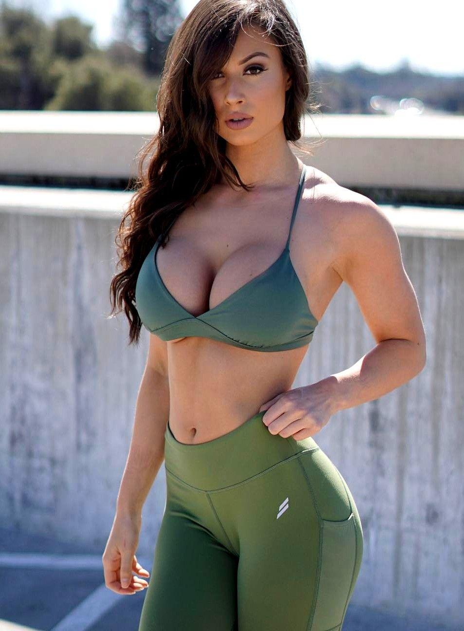 Bianca Kmiec Bianca Kmiec t Fitness modeling Models