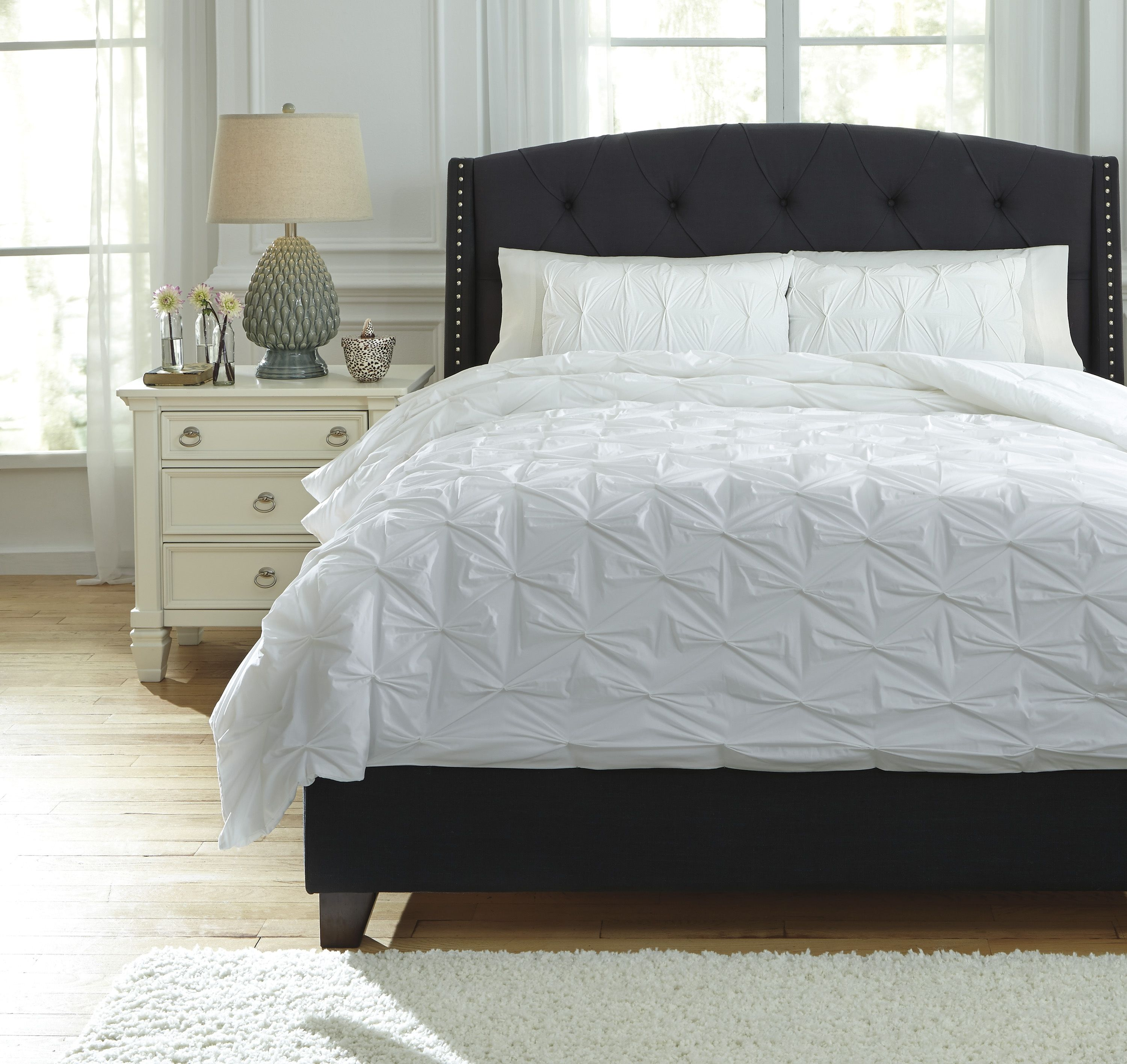 Rimy Queen Comforter Set In White By Ashley In 2020 Comforter Sets King Comforter Sets Gray Bedroom Walls