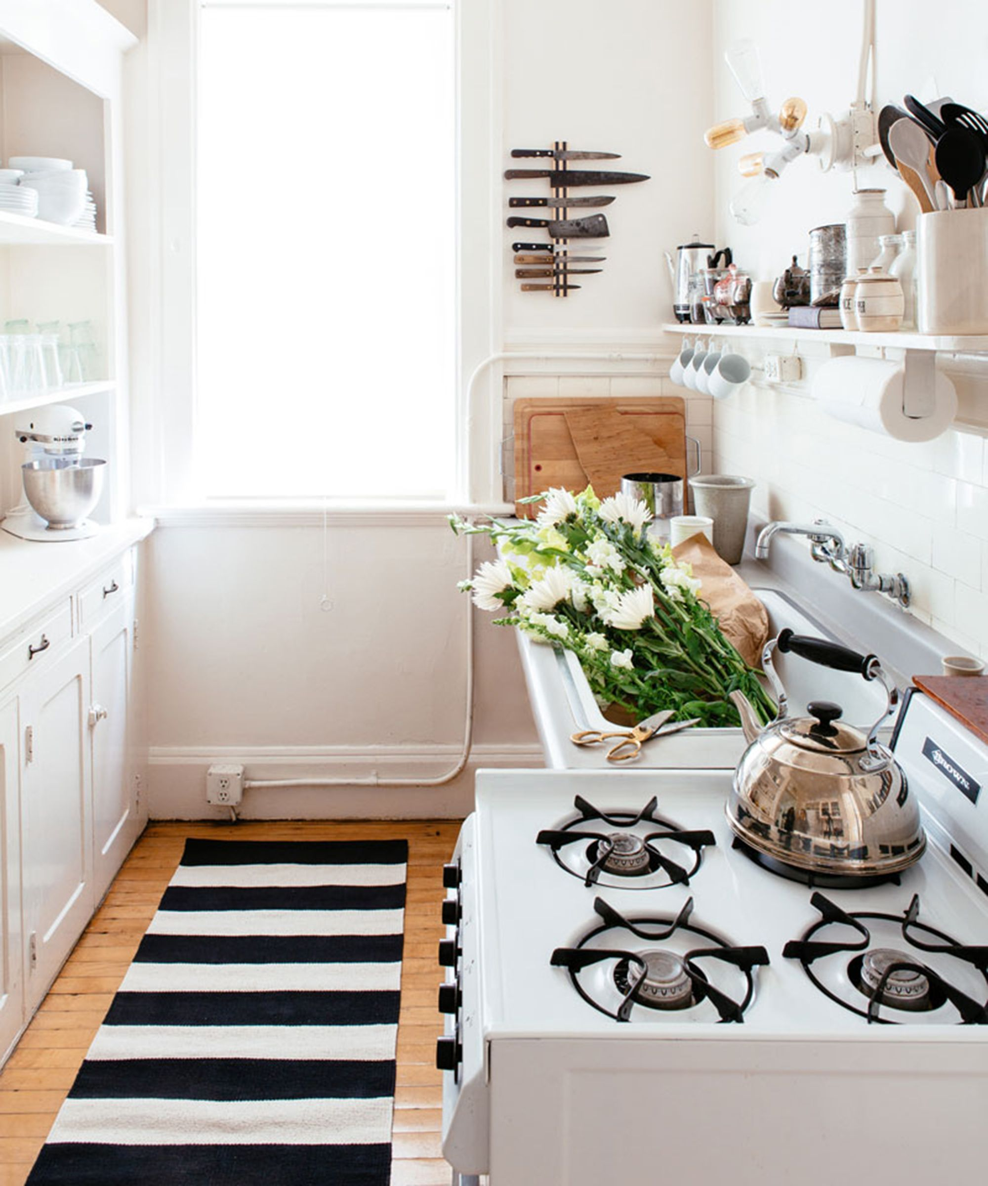 For A Small Kitchen Space 6 Swoon Worthy Small Kitchens Refinery29 Http Wwwrefinery29uk