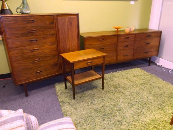 Beautiful Walnut Bedroom Set [Dresser + Credenza & Mirror ...
