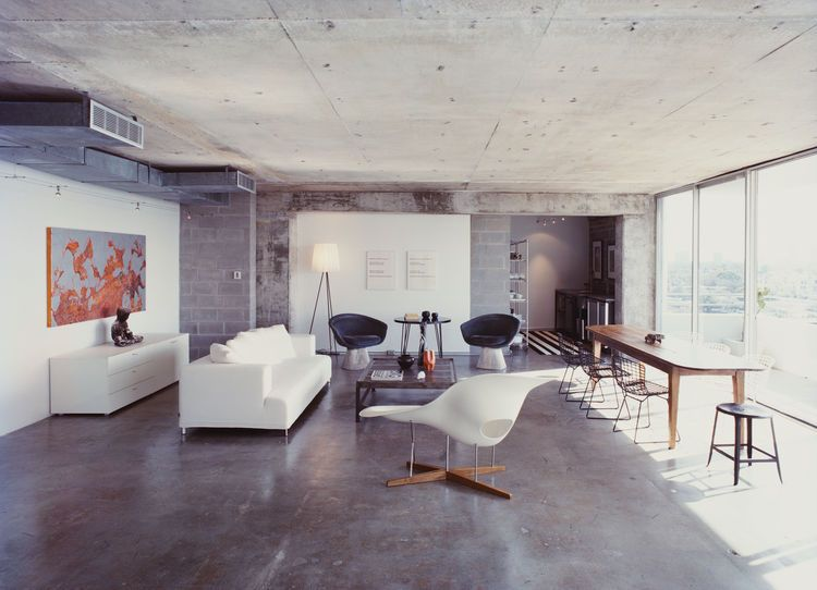 Stripped Ease Philippe starck Pareti chiare e Eames