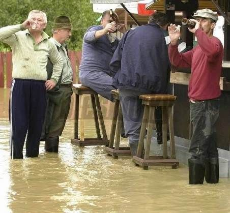 Crowds Panic As Flood Threatens Ireland Irish Memes Motivational Posters Funny Irish Funny
