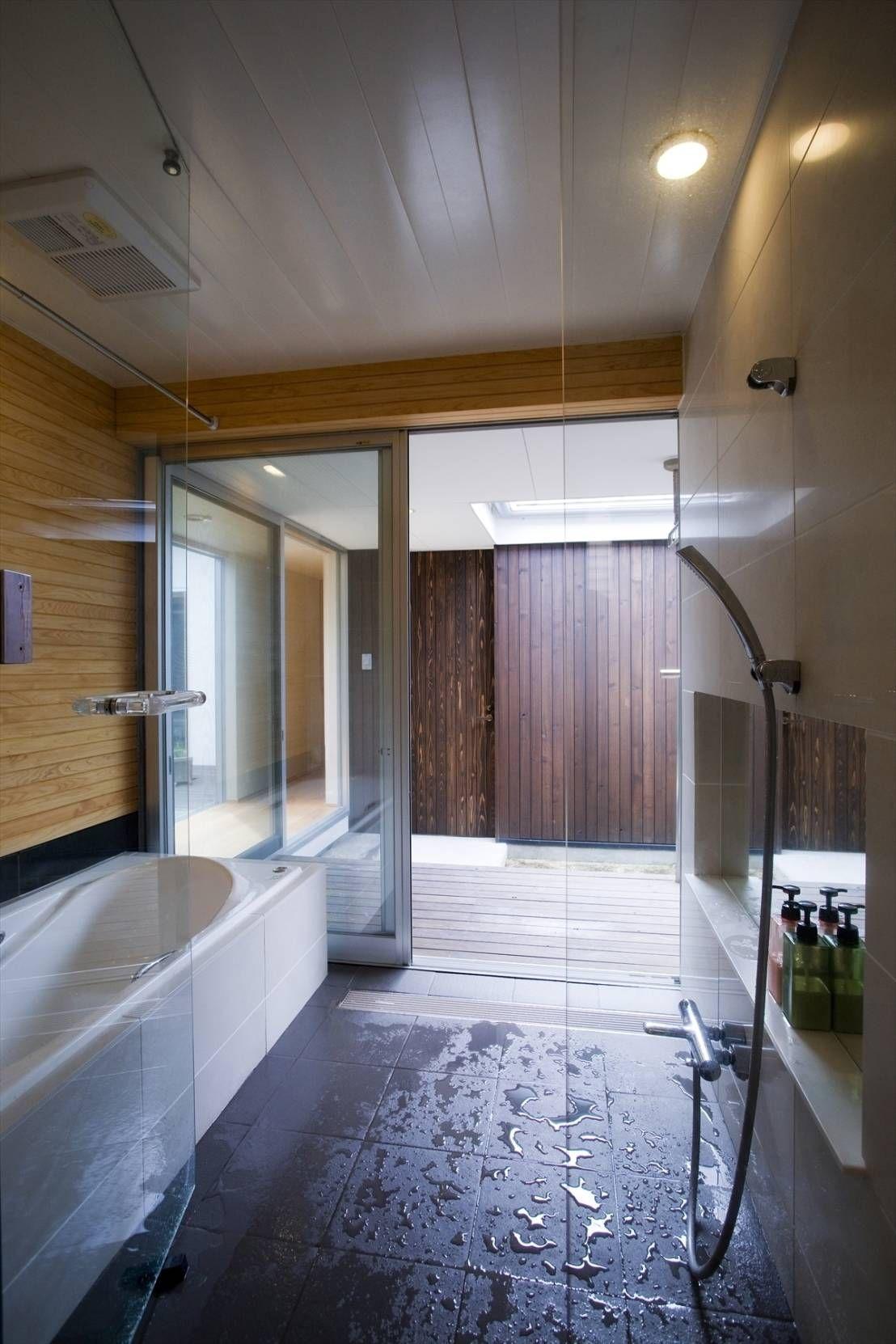 3つの中庭のある平屋住宅 浴室 造作 中庭のある平屋 ホームウェア