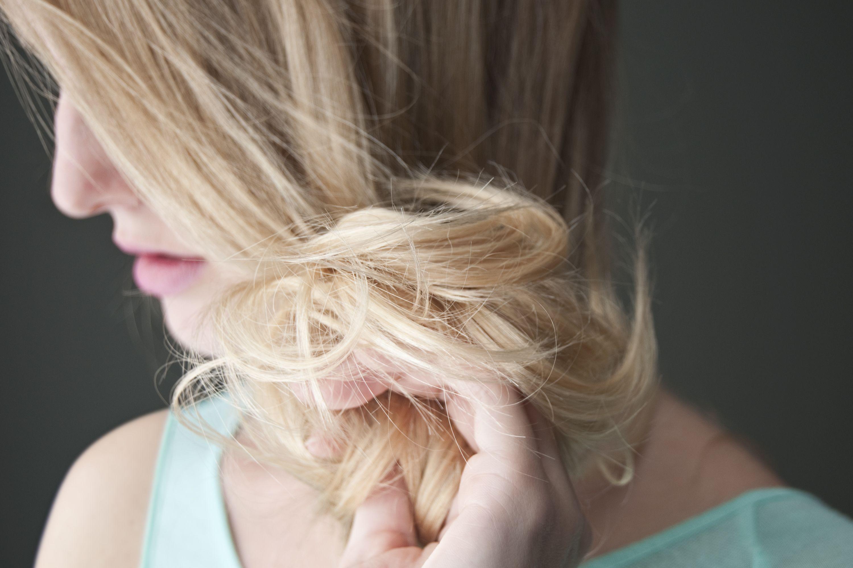 How To Lighten Hair With Peroxide Lemon Juice How To Lighten Hair Lemon Hair Lemon Hair Lightening
