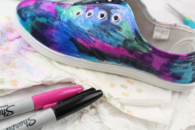 Coloring Canvas Shoes With Sharpies