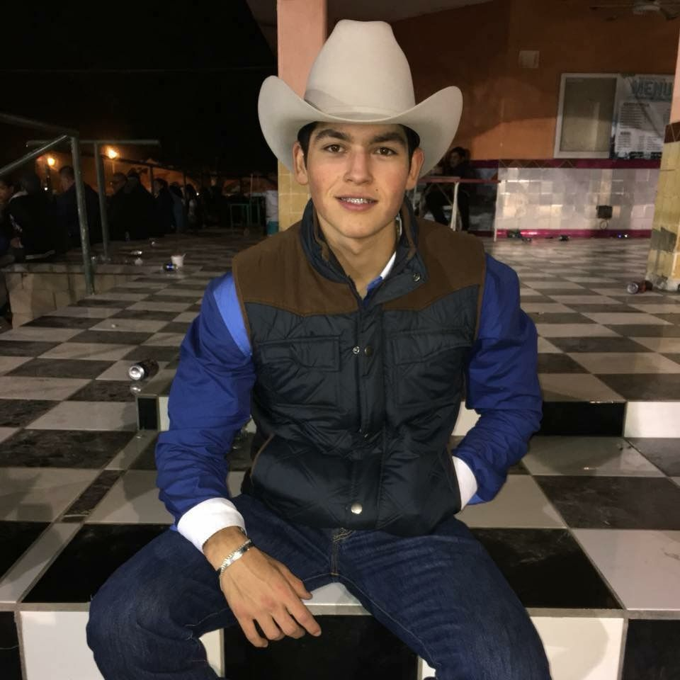 Pin By Liz R On Cosas Vaqueras Cute Country Boys Cowboy Outfits Cowboy Outfit For Men