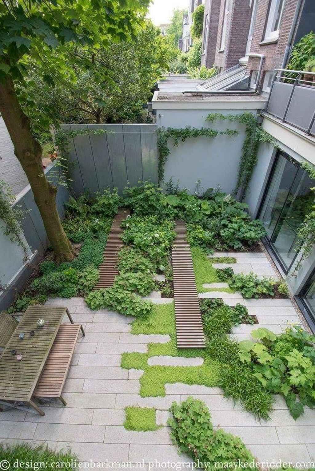 95 Inspiring Small Courtyard Garden Design Ideas Small Garden Landscape Small Courtyard Gardens Courtyard Landscaping