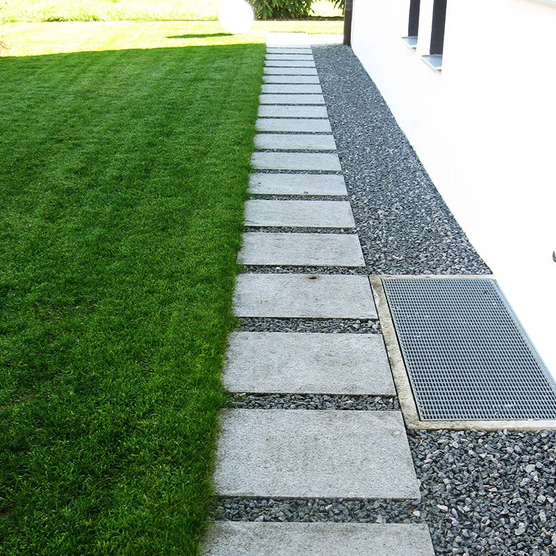 Trittplatten Aus Granit Hellgrau Gestockt Garten Garten Ideen Aussenbereich
