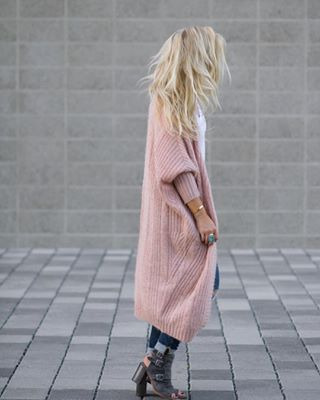 Love long cardigans for fall and winter. This pink cardigan and Rag and Bone booties are amazing!