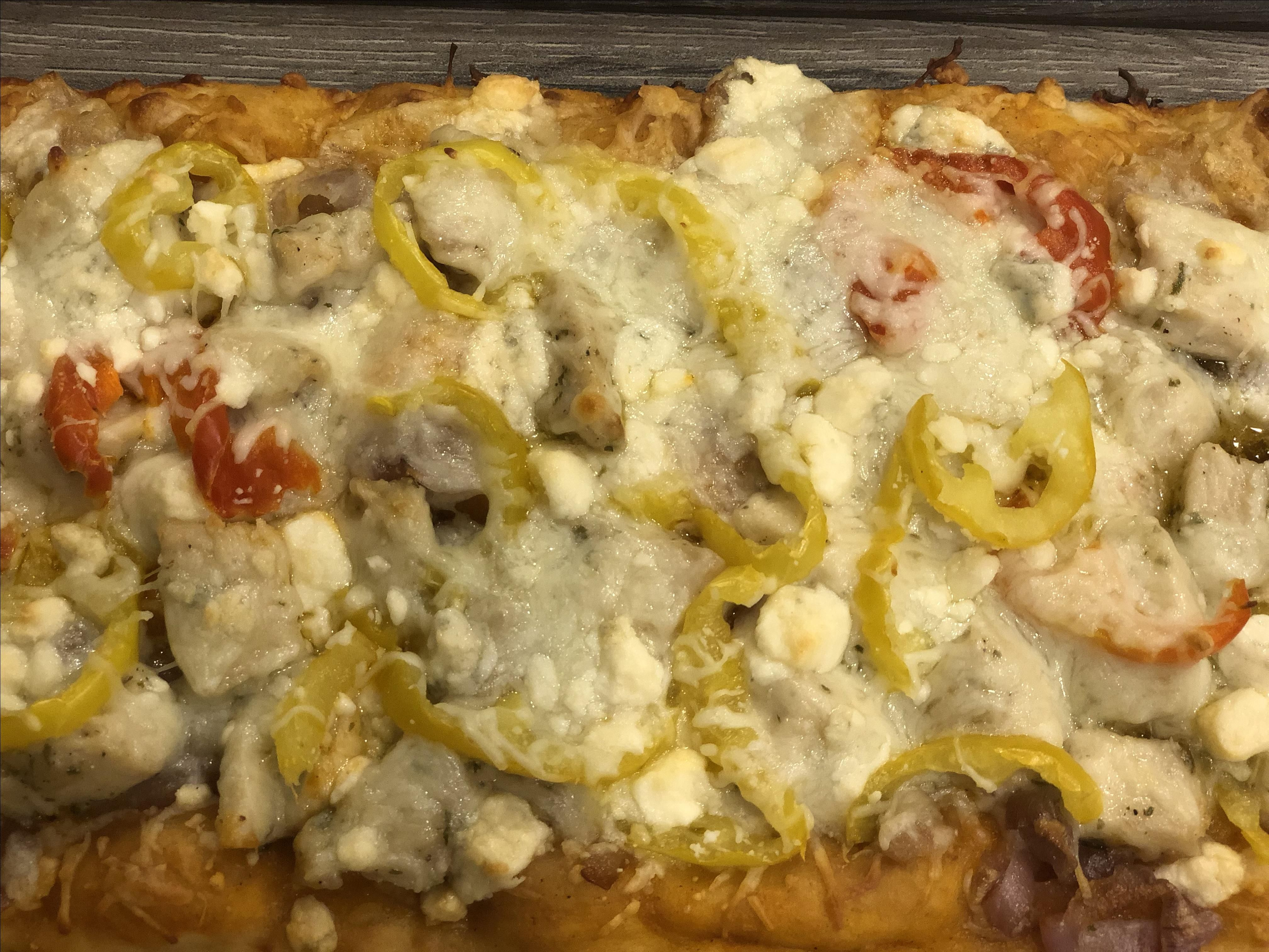 Buffalo Chicken Flatbread Pizza Recipe In 2020 Recipes With Banana Peppers Buffalo Chicken Flatbread Pizza Chicken Flatbread Pizza