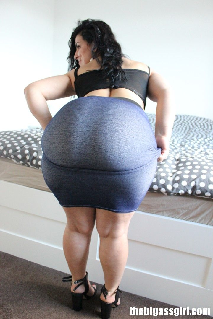 Big ass in tight skirt pics