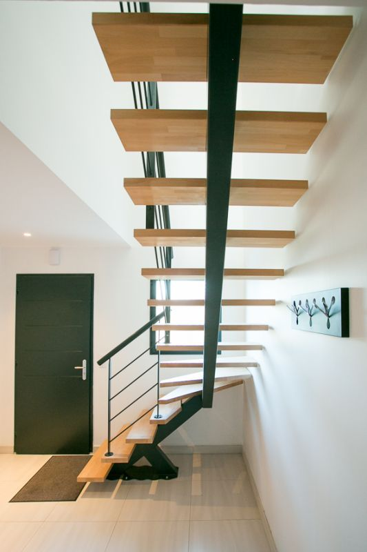 escalier 1 4 tournant limon central metal garde corps metal c t escalier capbreton. Black Bedroom Furniture Sets. Home Design Ideas