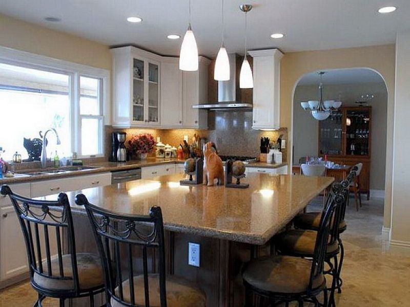 Picture Of Traditional Kitchen Islands Dining Table