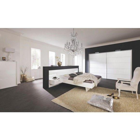 Schlafzimmer mit Bett, 2 Nachttischen und großem Kleiderschrank - schlafzimmer set 180x200