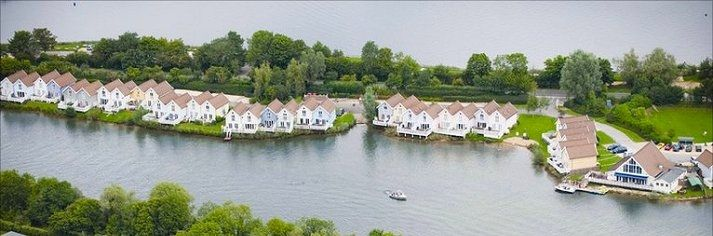 Spring Lake Holiday Cottages in Cotswold Water Park | Fishing ...