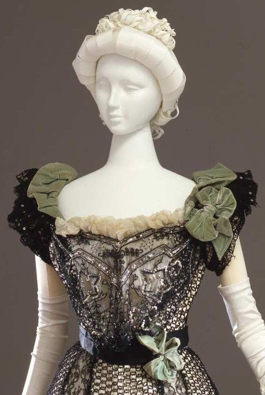Evening dress, 1898-1900, Atelier Mrs. C. Donovan, New York, Galleria del Costume di Palazzo Pitti, 00000137