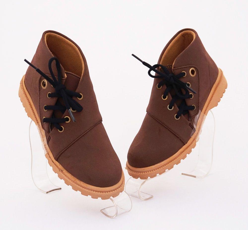 Sepatu Casual Bertali Warna Coklat Nyaman Dipakai Bahan Kulit