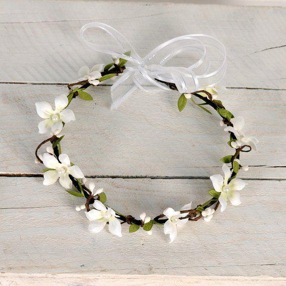 Floral bridal headband, White wedding flower crown, Bridal wedding halo, Rustic flower head wreath, Brides woodland headpiece, Floral tiara #flowerheadwreaths