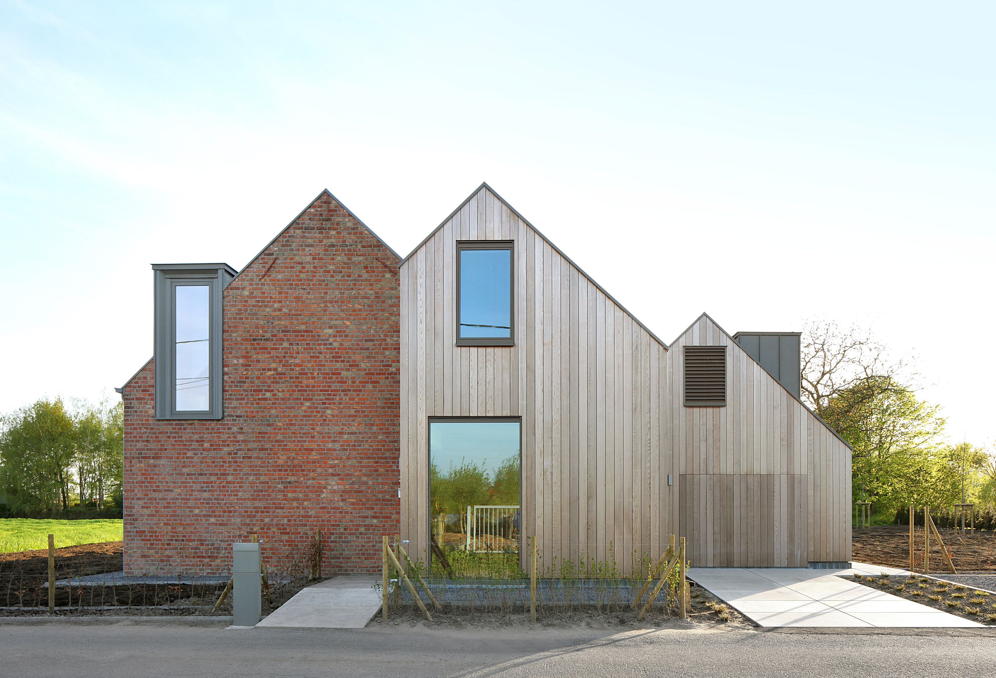 Atelier Tom Vanhee Renovates A Farmhouse In Belgium With Images
