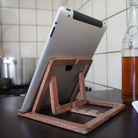 wooden ipad stand by oooms monoqi ios mac tablet st nder ipad st nder und diy holz