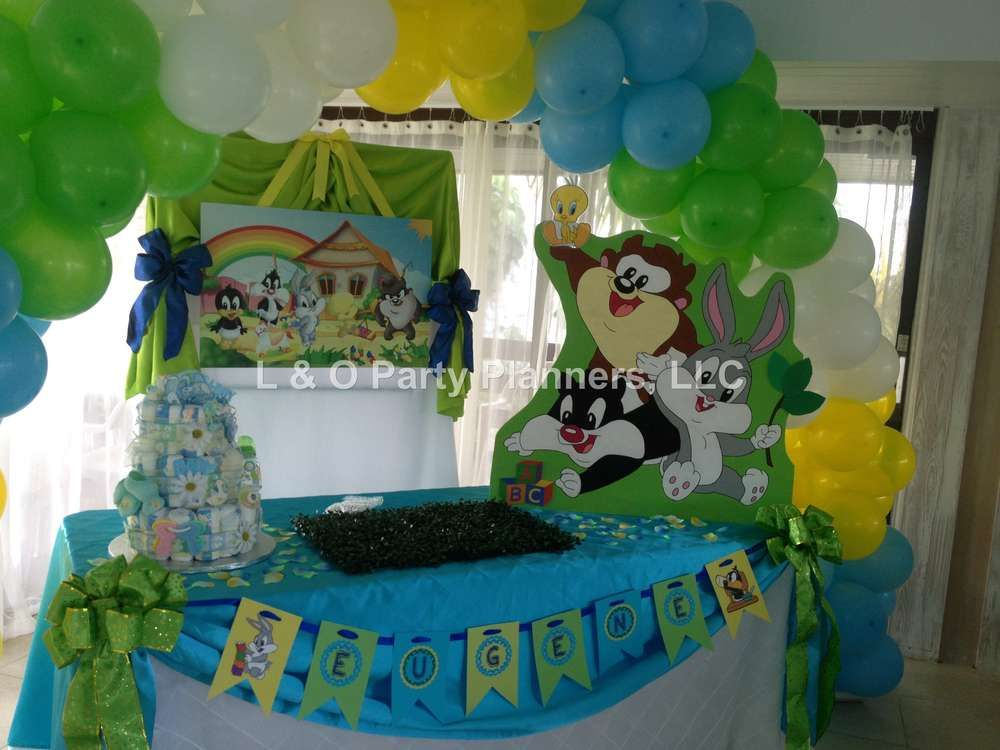 Looney Toons Baby Shower Decorations  from i.pinimg.com