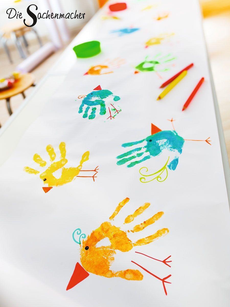 Photo of Mit Fingerfarben und Buntstiften sind im Nu lustige Vögelchen auf Tonkarton, Pa…