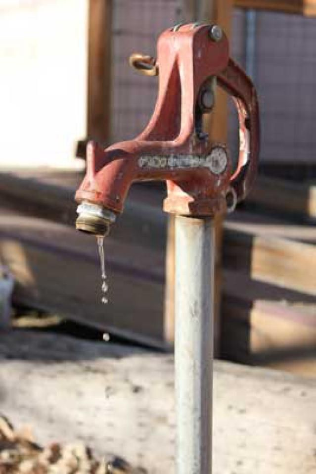 Repair A Frost Free Yard Hydrant Without Removing The Hydrant Yard House Cleaning Tips Farm Yard