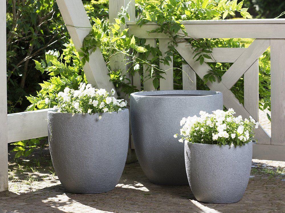 Szare Doniczki W Stylu Shabby Chic Idealne Do Ogrodu Na Taras Czy Patio Beliani Doniczki Ogrod Flower Pots Outdoor Potted Plants Outdoor Outdoor Flowers