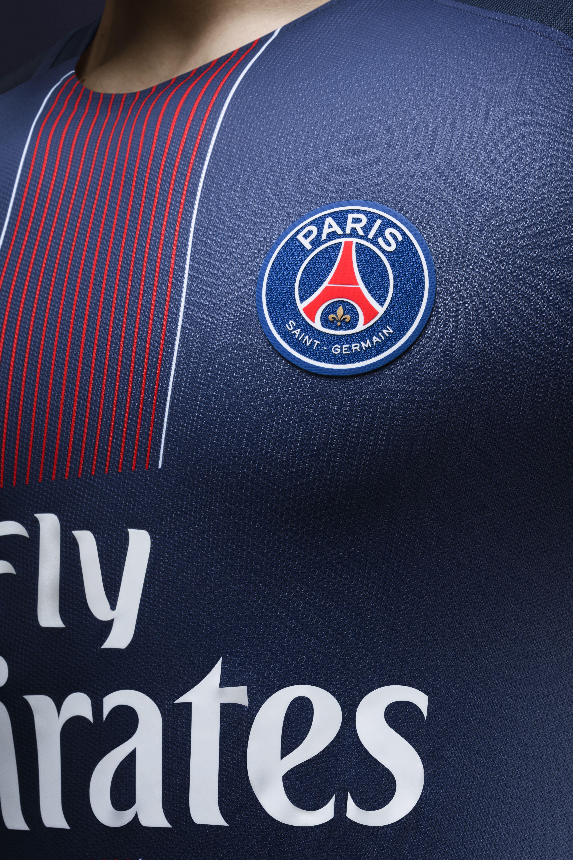 Zoom on the new paris saint germain jersey 16 17 psg for Fond ecran foot