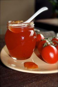Depuis ce fameux dessert  , je vois la tomate sous un nouveau jour. J'ai envie d'explorer le côté sucré de la chose... Et puis c'est un frui...