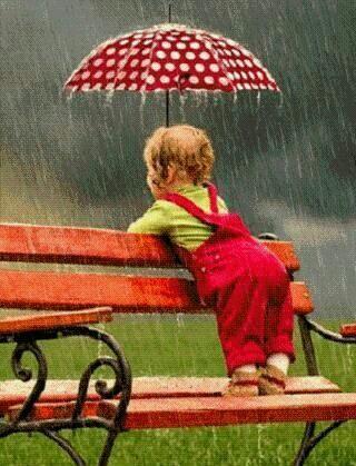 niña lluvia paraguas