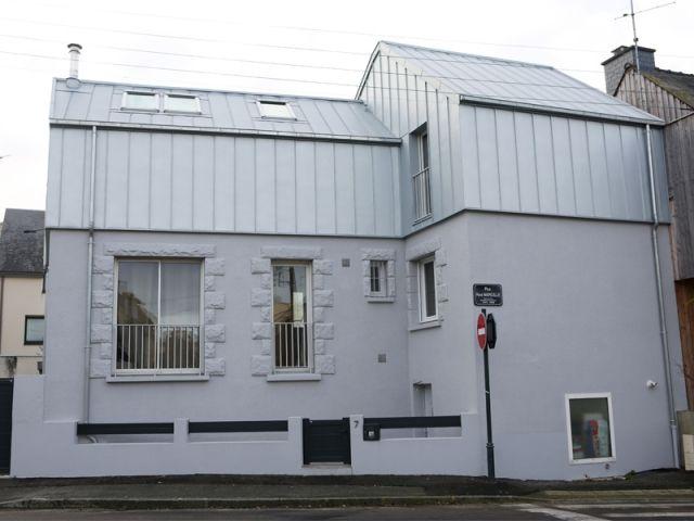 Connu Avant/Après : Une surélévation zinc transforme une maison rennaise  UR03