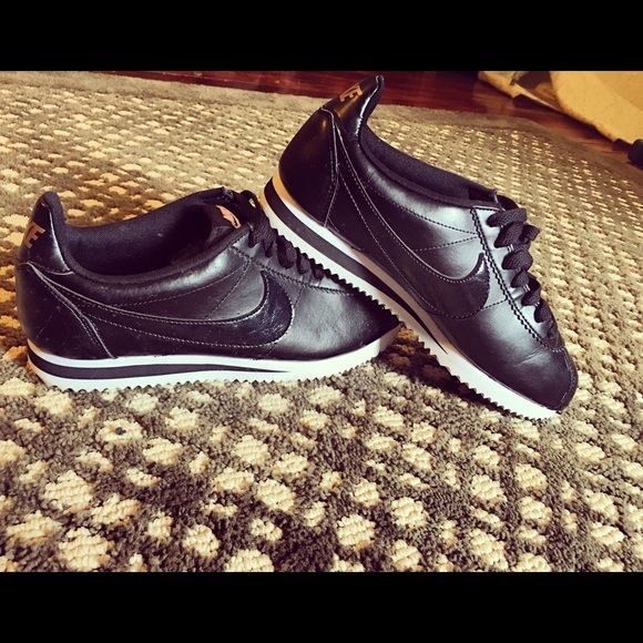 super popular 45783 1a120 Nike Cortez size 7 black, patent black, rose gold Black Nike Cortez US sz