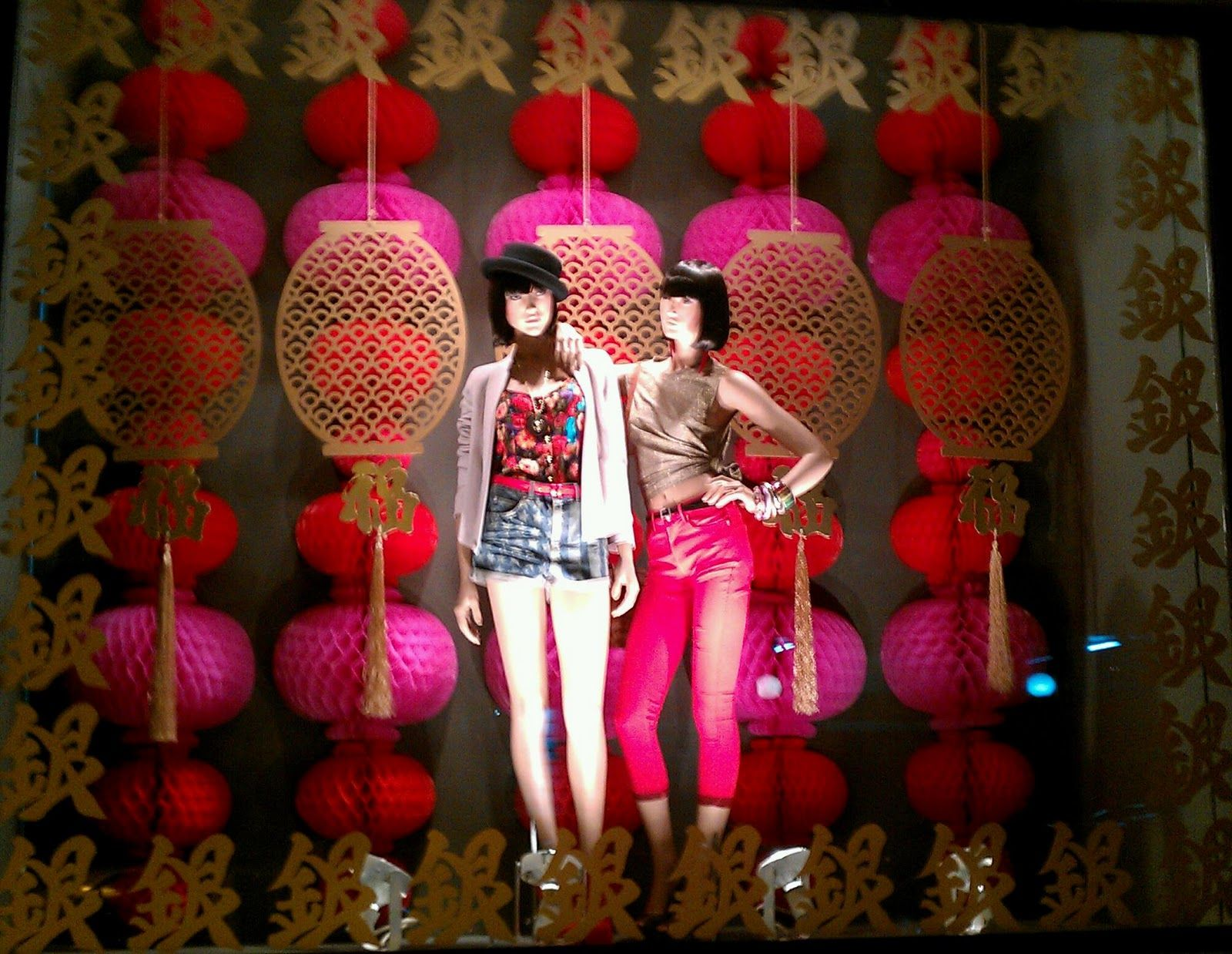 Modern chinese new year table setting - Chinese New Year Window Display