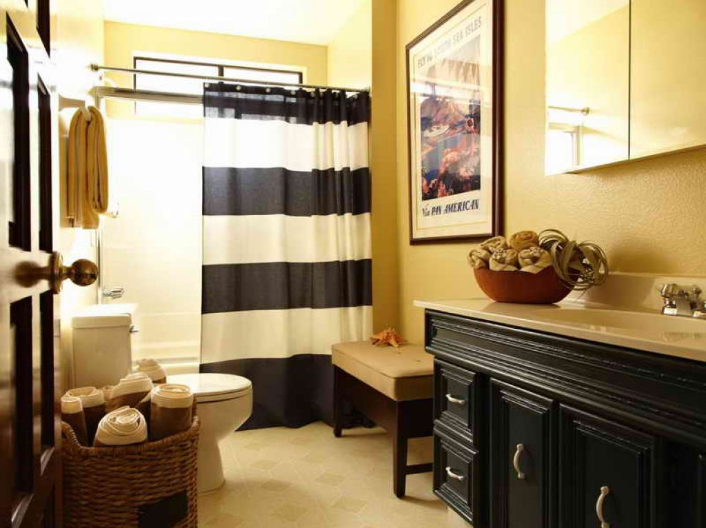 Amazing Narrow Bathroom With Stripes Curtains And Yellow Wall Colors ...