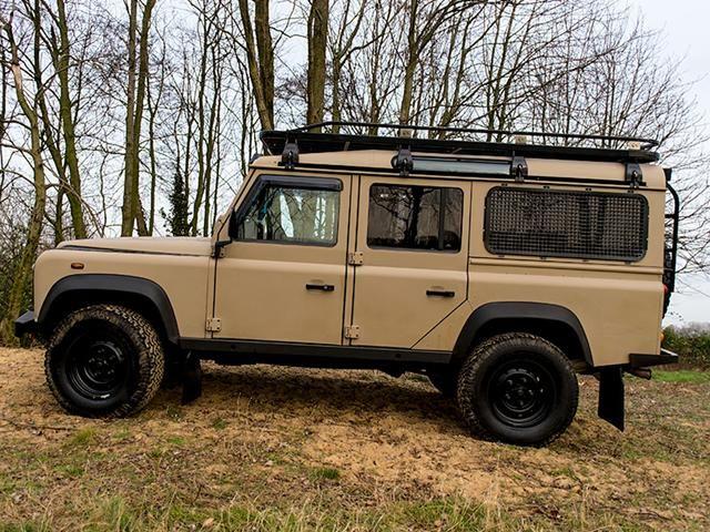 land rover defender suv terreinwagen diesel beige 005 68922127 640 480 landrover. Black Bedroom Furniture Sets. Home Design Ideas