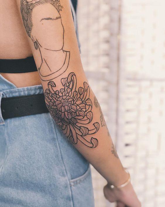 200 Fotos de tatuagens femininas no braço para se inspirar – Fotos e Tatuagens #flowertattoos - Flower Tattoo Designs