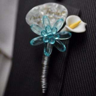 Guitar pick boutonnière. Omg. This is so cute!