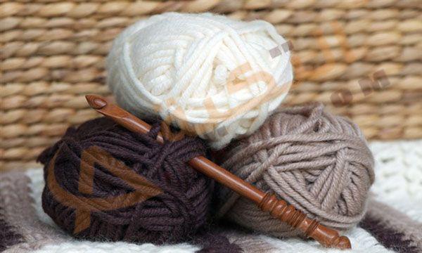تفسير حلم الصوف حيث يتم الحصول على الصوف من خلال الخراف والحملان وشعر الماعز حيث الصوف يحمي الحيوانات من الشمس والبرد والمط Wool Balls Wood Crochet Hook Wool