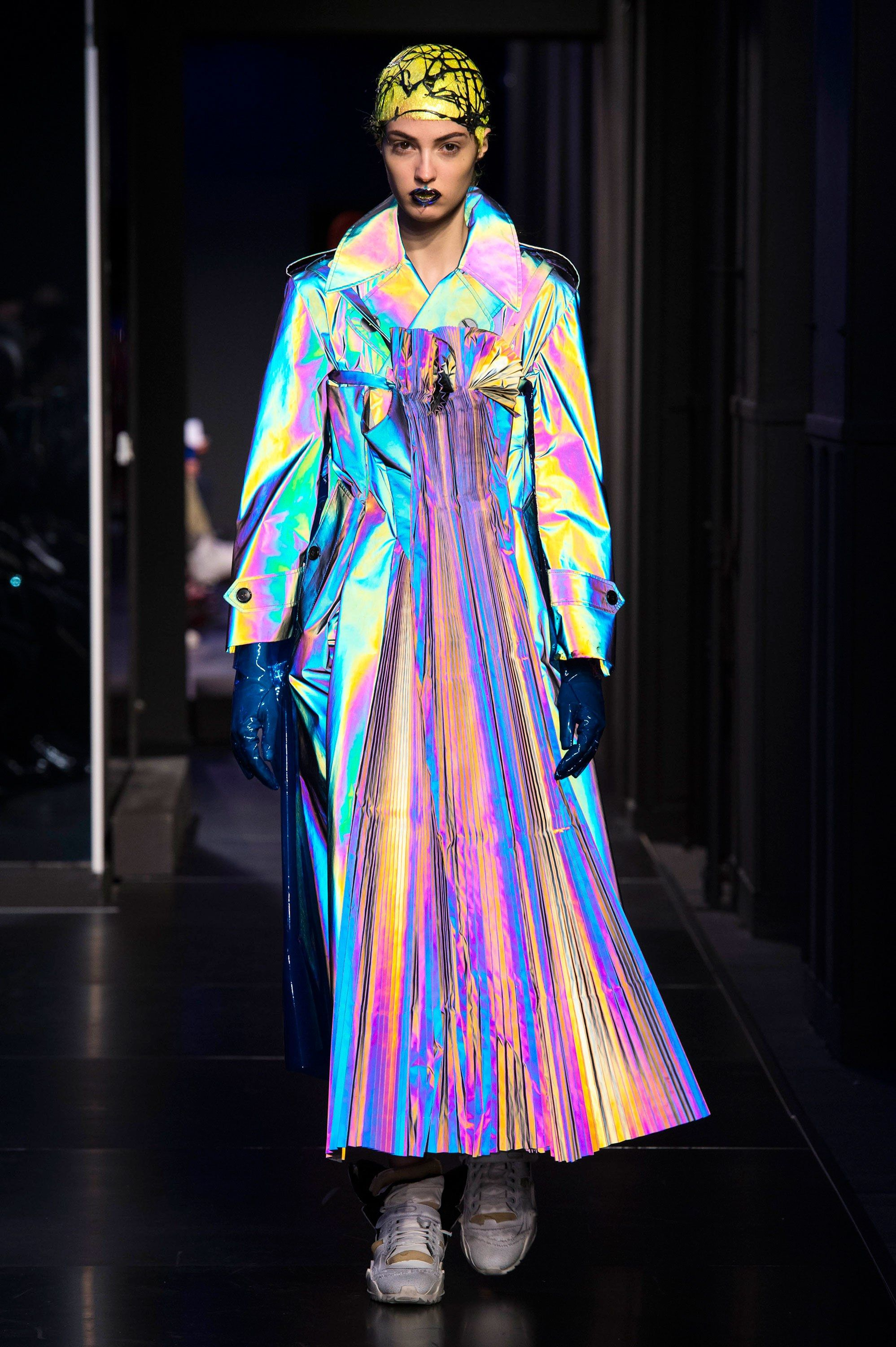 0df72924729e The complete Maison Margiela Spring 2018 Couture fashion show now on Vogue  Runway.