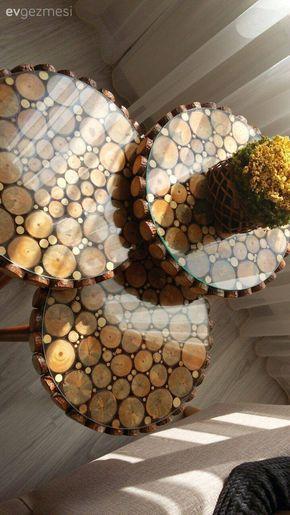 Doğal ahşap mobilyalar, sıcak renkler: Eda hanımın keyifli oturma odası.