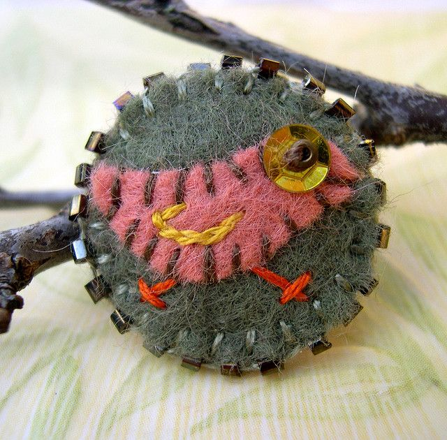 Little bird felt pin-rose-loden by skippingstonesjewelry, via Flickr  I like how it looks like it's walking