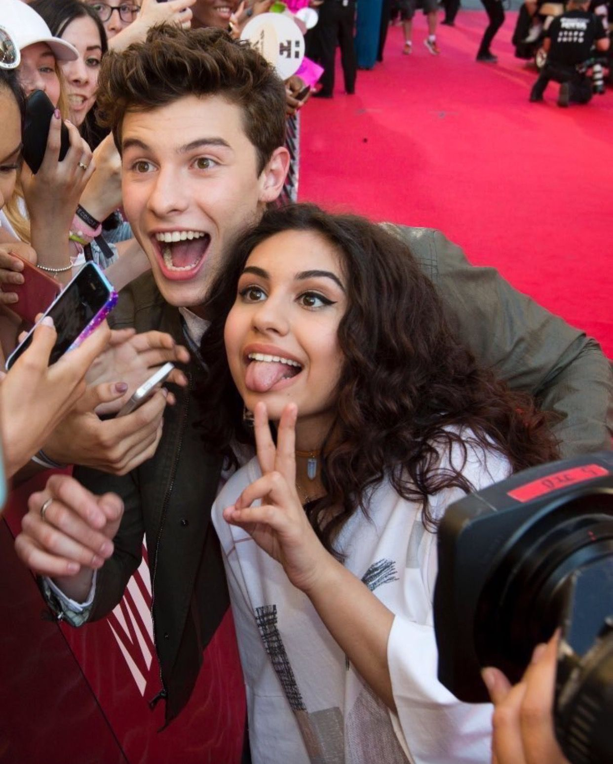 Alessia And Shawn Mendes Shawn Mendes Pinterest