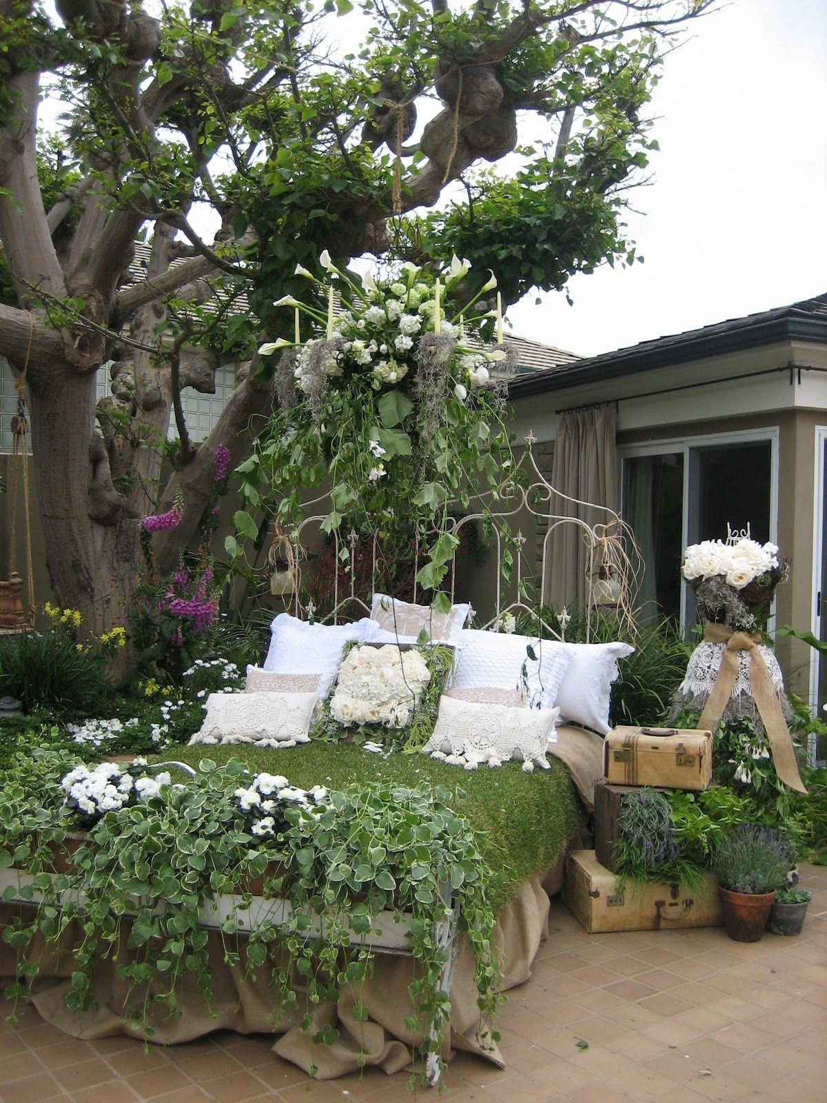 Home garden tour vignettes antiques garden jardin 1 - Petit jardin romantique tours ...