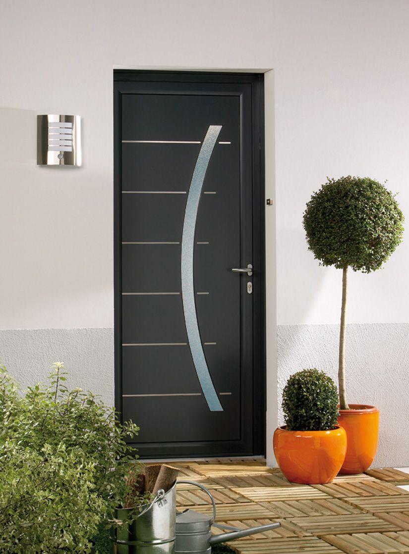 Les portes d 39 entr e pvc pour votre habitat le pvc r siste Prix d une porte d entree en aluminium
