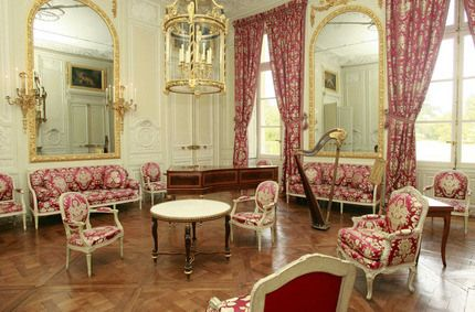 French Palace Interior Design | Louis XVI and French Provincial Furniture | DesignerGirlee