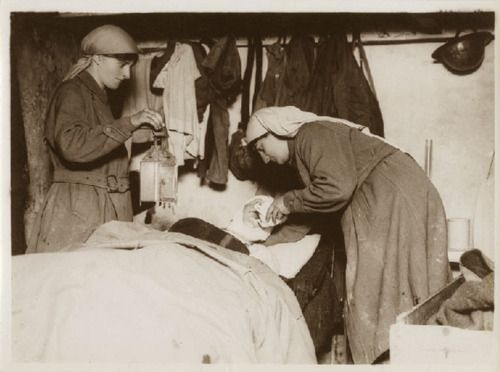 Mairi Chisholm and Elsie Knocker tend to a wounded Belgian soldier in their advanced dressing station, Pervyse, Belgium. (www.greatwardifferent.com)