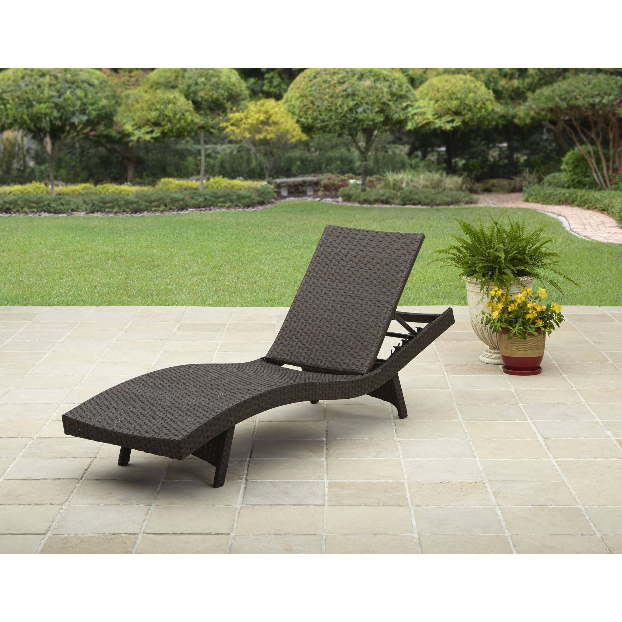 Outdoor Lounge Chairs For Small Spaces