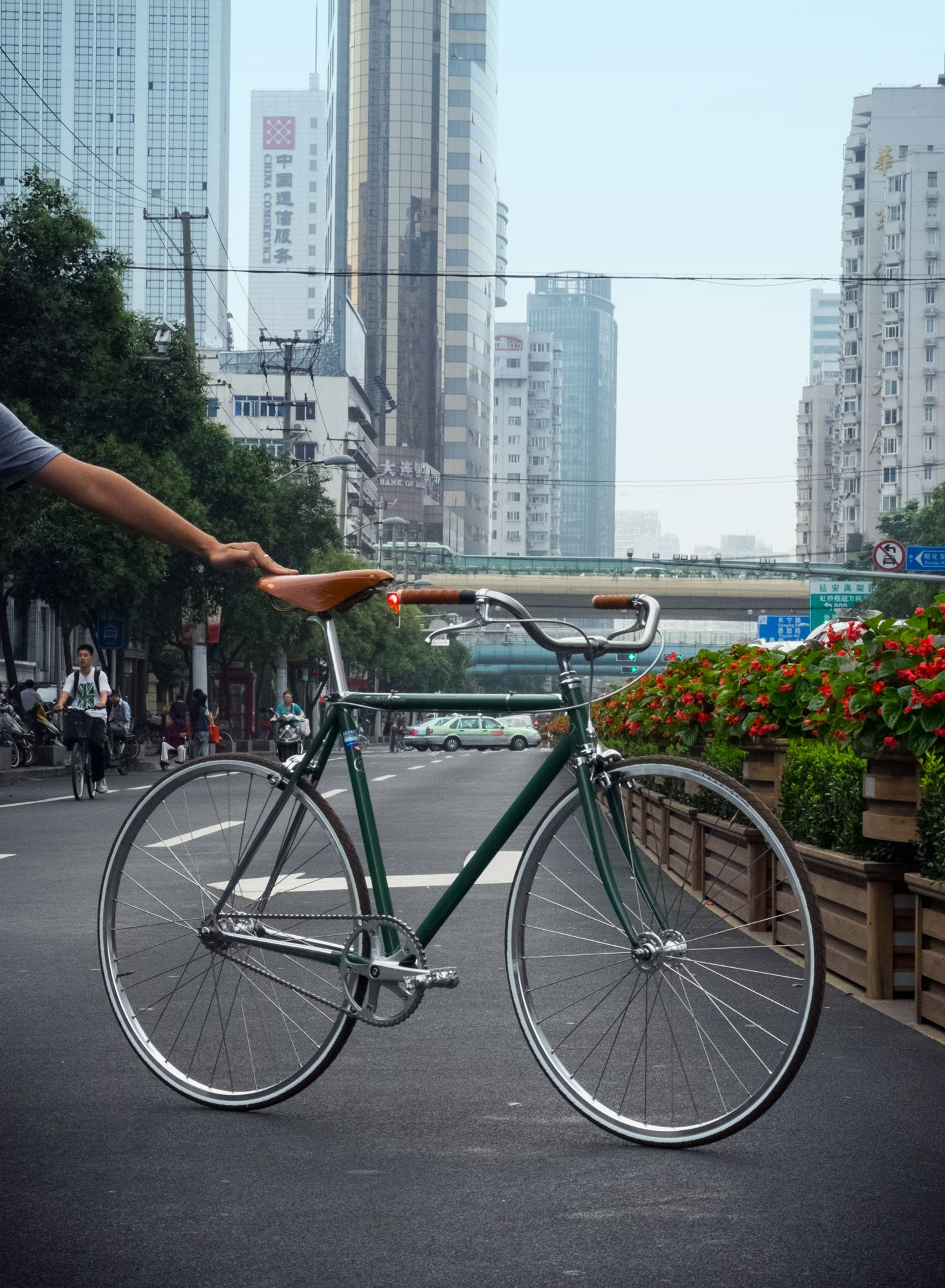 Beautiful custom cruiser, hand made in Shanghai #factoryfive #factory5 #huntergreen #trackbike #fixie #fixedgear #shanghai #china #webuildweride #leather #steel #columbus #lugged #classic #retro